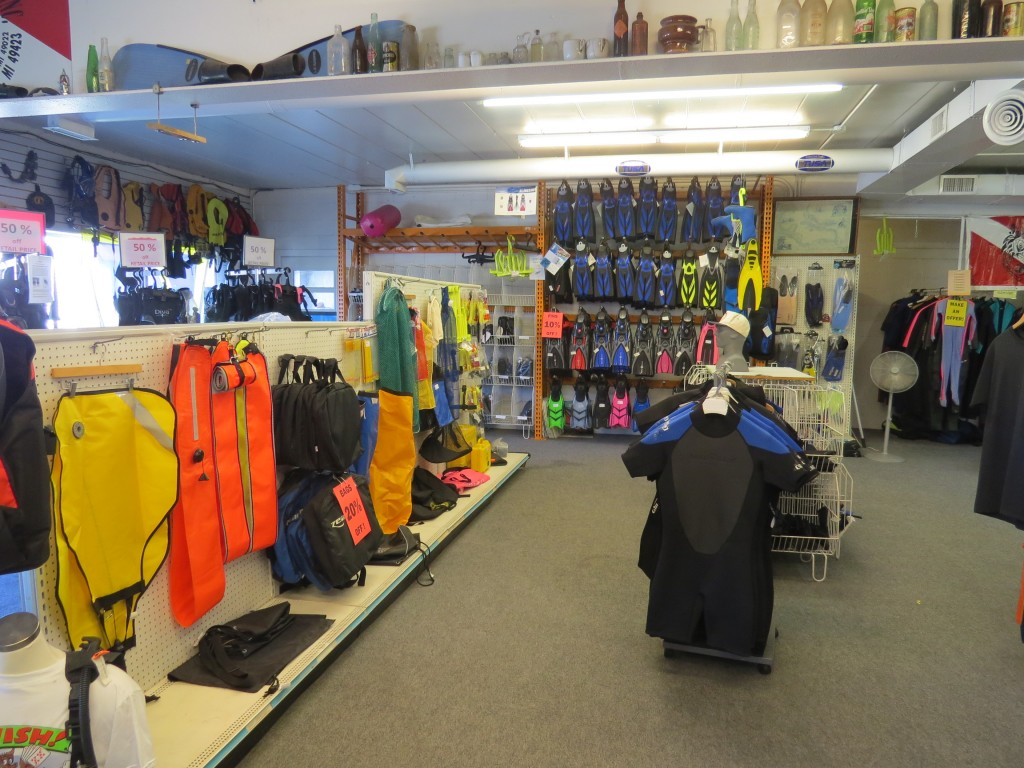 Wolfs Dive Shop - view #4